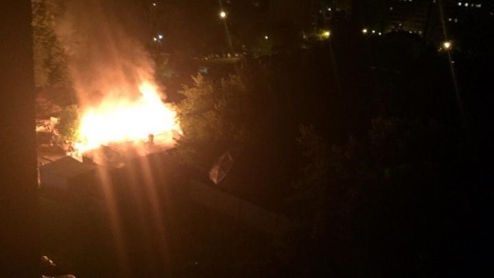 «Что же я наделал»: в ночном пожаре на Обороне погибла женщина