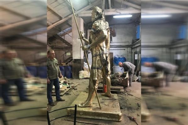 Памятник пока еще до конца не готов