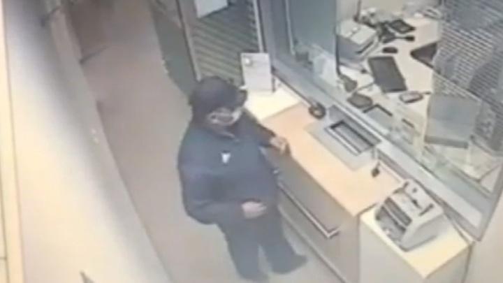 Ограбление Сбербанка на юге Волгограда попало на видео