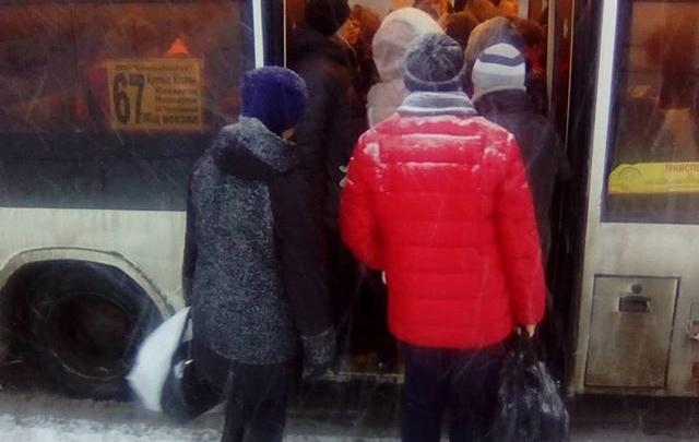 «Автобусы переполнены!»: жители Крутых Ключей пожаловались мэру на работу 67 маршрута