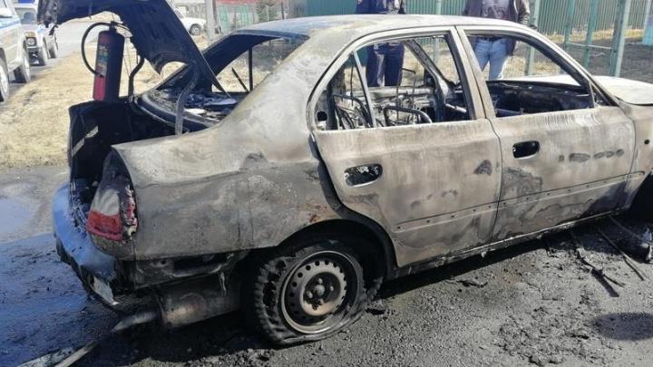 «Хватит воровать»: южноуралец сжёг машину работника ЖЭКа из-за долга в 200 тысяч рублей за дом