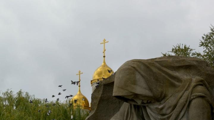Вечная слава героям: в Волгограде отметили 50-летие Мамаева кургана торжественным митингом