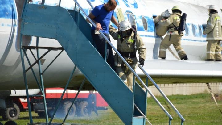 На летном поле пермского аэропорта «загорелся» Ту-134 с 60 пассажирами. Смотрим фоторепортаж с учений