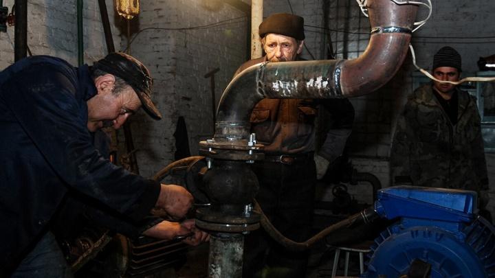 Коммунальщики устраняют последствия провала асфальта в Ленинском районе Ростова