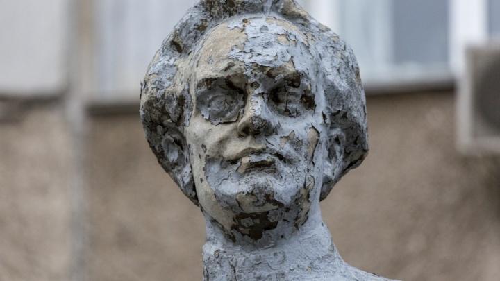 В Волгограде не могут найти спасителя памятника ночному кошмару