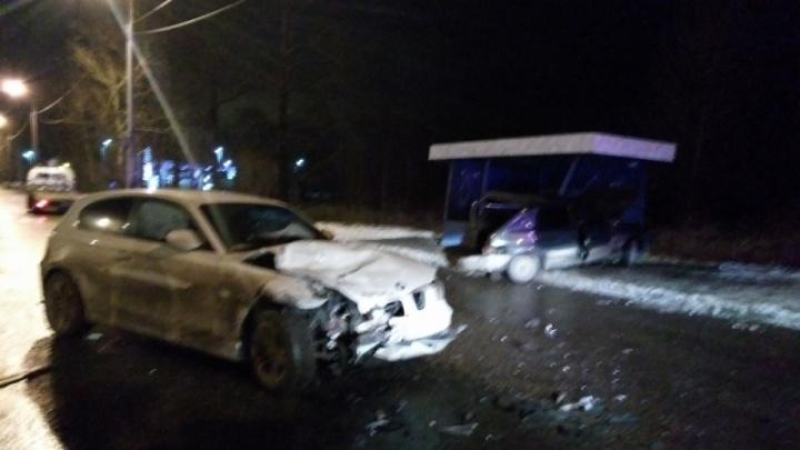 На Промышленном шоссе в Ярославле разбились BMW и ВАЗ: шокирующие подробности очевидцев