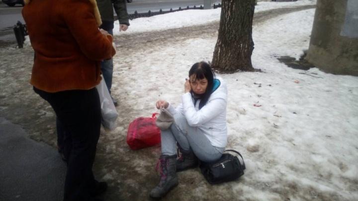 Ещё одна жертва ледяной глыбы: женщина пострадала в центре Ярославля