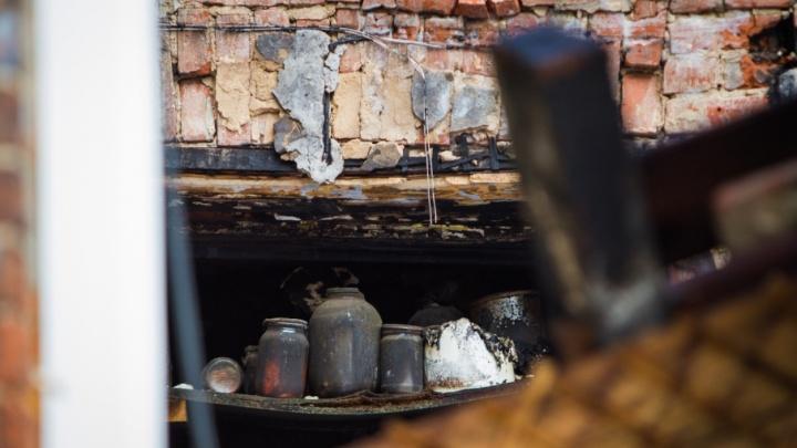 Помогал семье: на Дону подростка раздавило рухнувшей стеной «заброшки» во время сбора металлолома