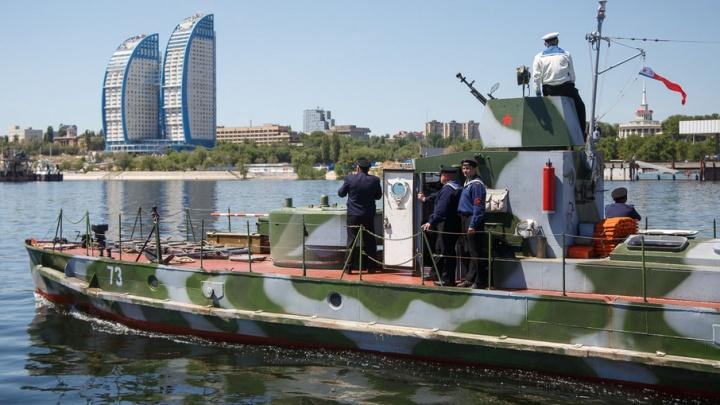 В Волгоград прибыли знаменитый бронекатер БК-73 и катерный тральщик