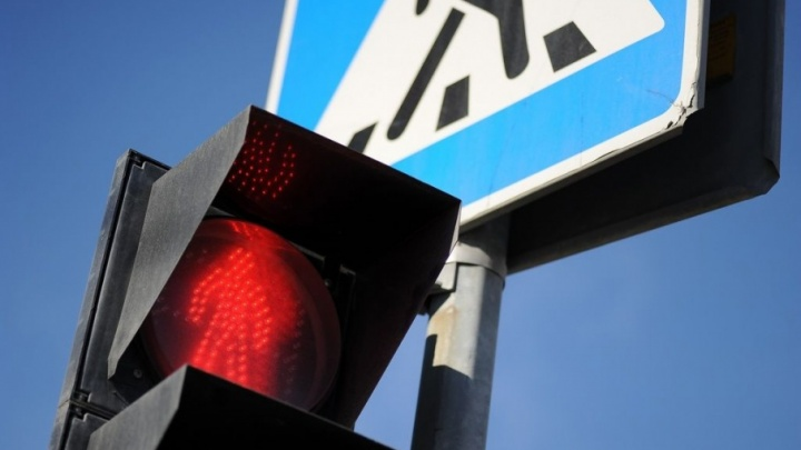 Авария на перекрестке улиц Рижской и Одесской: водитель сам привез в больницу сбитого пешехода