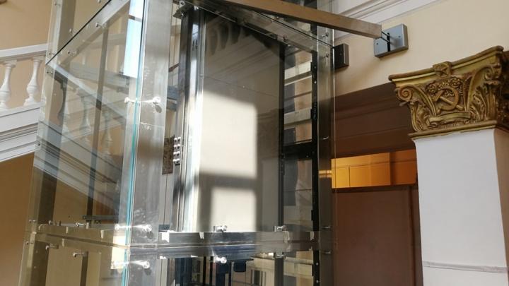 Изуродованные лифтом помещения облдумы признали предметом охраны