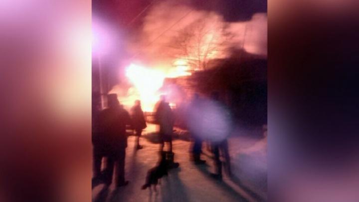 В деревне под Тюменью дотла сгорел дом