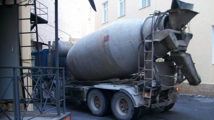 На одном из предприятий Архангельска руку рабочего «засосало» в бетономешалку