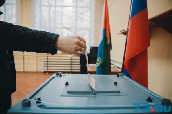 На участке, расположенном в тюменской гимназии №12, проголосовали около 1300 человек