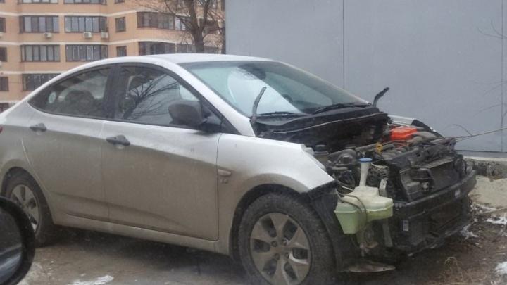 Недоброе утро: в Ростове на Северном разбили и разобрали автомобиль