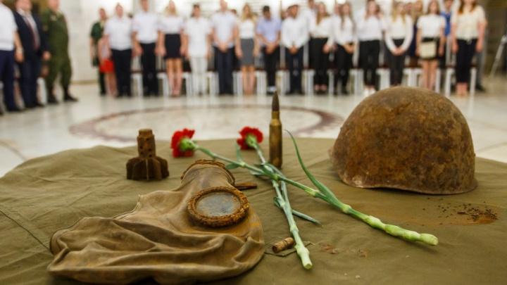 Поисковики передали музею волгоградского СУ СКР вещи погибших солдат Сталинграда