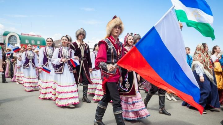 Не все знают, что за праздник: социологи узнали об отношении челябинцев ко Дню России