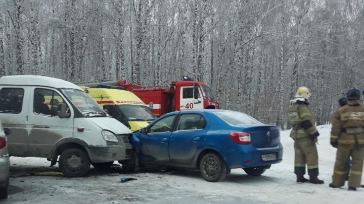 В массовой аварии на Мельникайте пострадали два человека