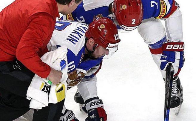 Сергей Мозякин, покинувший лёд в матче с Германией, избежал сотрясения мозга