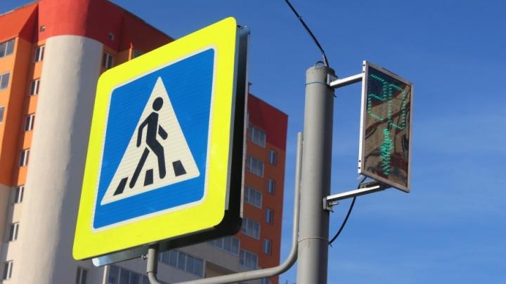 Ждали три года: в Чурилово возле школы установили светофор