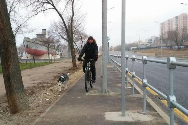 На такой дорожке два велосипедиста не разъедутся