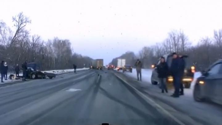 Снесло половину машины: появилось видео последствий смертельного ДТП с фурой под Самарой