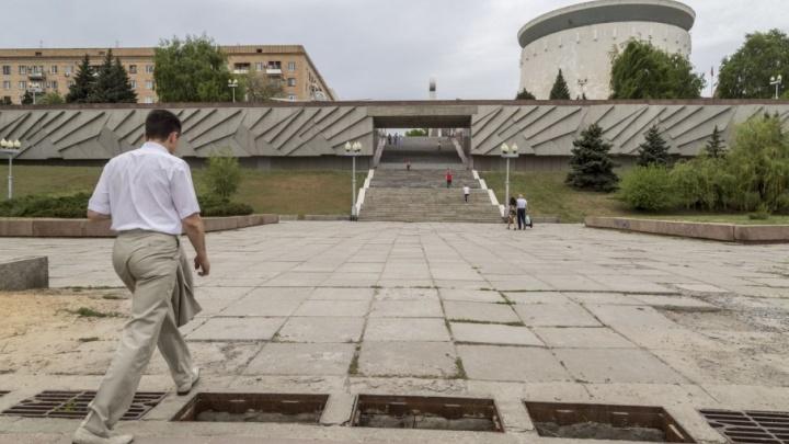 Открытыми люками и непешеходными тропами Волгоград встретит туристов возле музея-панорамы