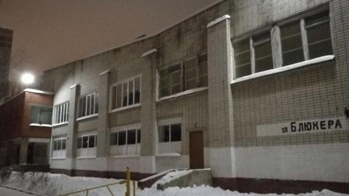 Чтобы записать детей в первый класс, ярославские родители бросились штурмовать школы ночью