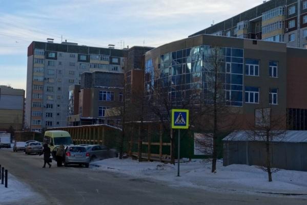 Строительные работы в корпусах поликлиники №14 временно приостановлены