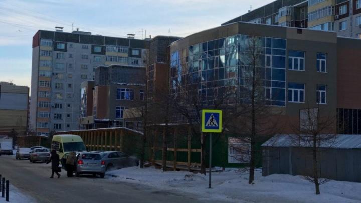 Открытие новой поликлиники на улице Пермякова откладывается