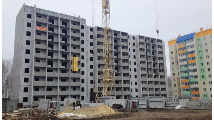 «Стоит только коробка»: дольщикам микрорайона под Челябинском задержали сроки сдачи дома