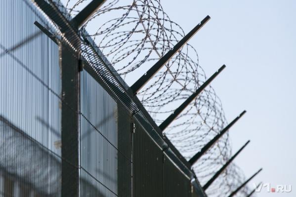 Как надолго насильник малолетней девочки задержится за решетками и колючкой, решит суд