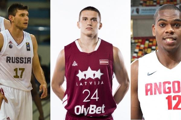 Слева направо: игроки клуба «Парма» Иван Ухов, Андрейс Гражулис и Яник Морейра