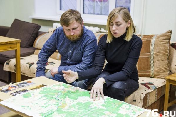 Добровольцы всегда перед выездом на поиски распечатывают карты и по ней координатор направляет волонтёров