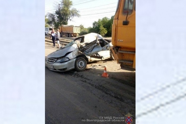 При столкновении с грузовиком водитель получил смертельные травмы