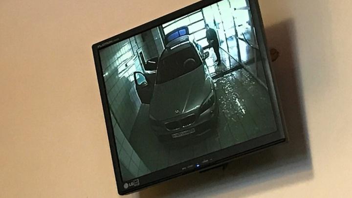 Прокуратура проверила автомойку в торговом центре Ярославля на вредные отходы