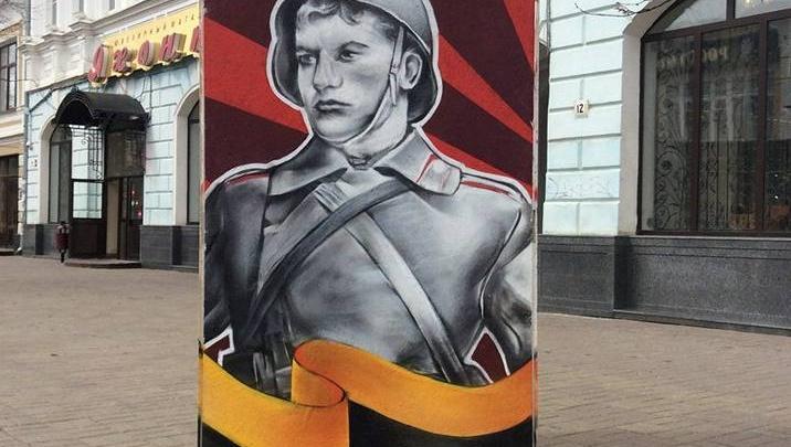 Ко Дню Победы Ярославль украсили открытки в человеческий рост