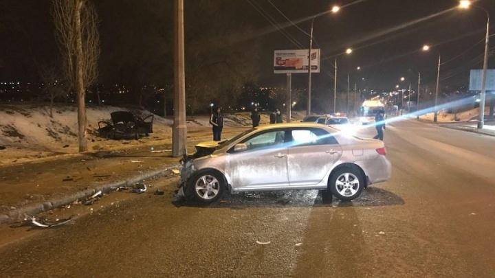 В страшной аварии на СХИ в Волгограде пострадала семья из четырех человек