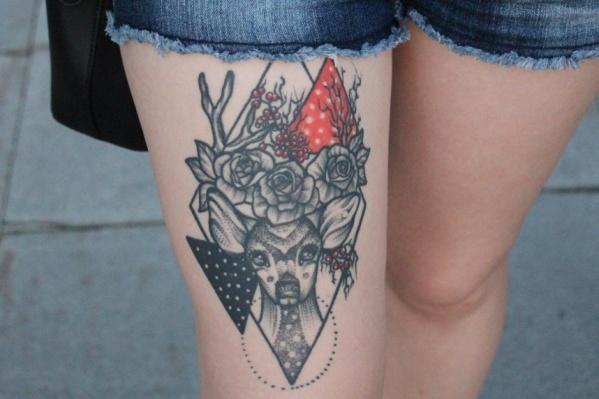 Вот такую красивую татуировку с оленем сделала жительница Тюмени