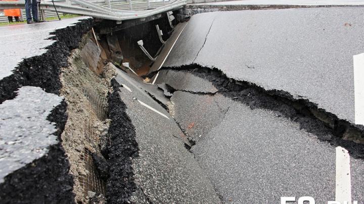Разрушенный мост на трассе Пермь–Екатеринбург восстановят на несколько дней позже заявленного