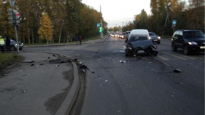 Три человека пострадали в ДТП на Ленинградском проспекте