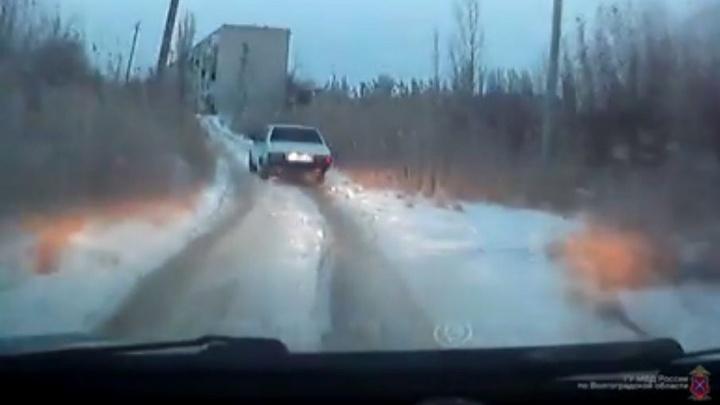 Погоня по бездорожью за водителем-лихачом в Котово попала на видео