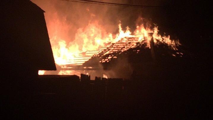 Тюменцы сняли на видео ночной пожар в районе Червишевского тракта