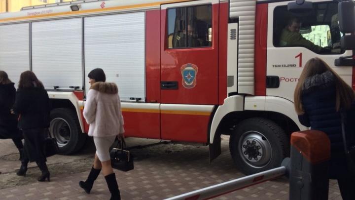 Возле строительного колледжа в Таганроге выставили оцепление из-за бесхозного пакета