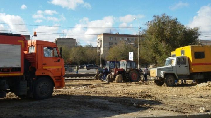Улица в Волгограде утонула в нечистотах из-за снесенных киосков