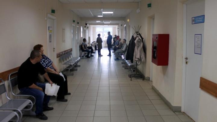 Тесные холлы и гигантские очереди: на что жалуются ярославцы в поликлиниках