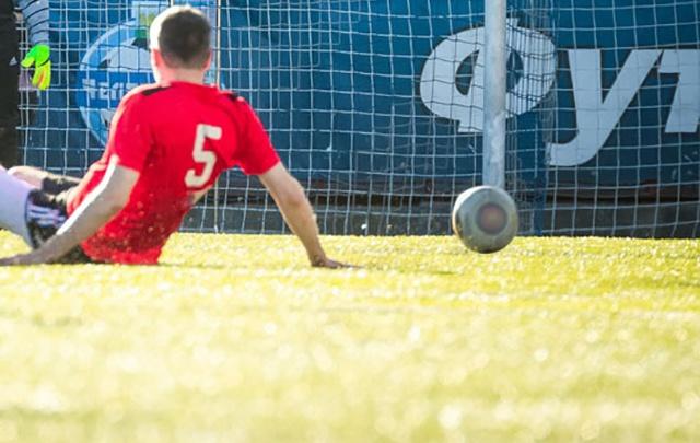 На Южном Урале подростка придавило футбольными воротами