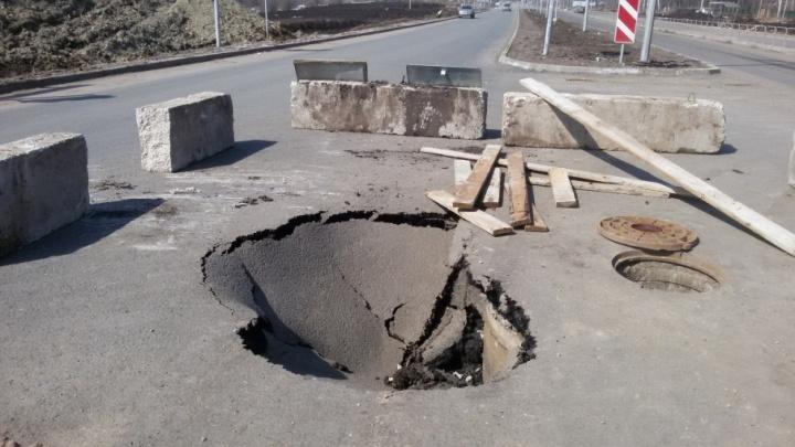 «Не успели достроить, а уже!»: в Самаре на улице Арена 2018 образовалась дыра