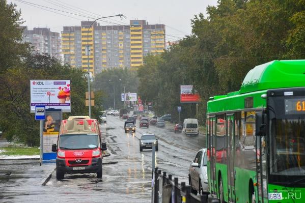 Сыромолотова — улица недлинная, но делит район на две части.