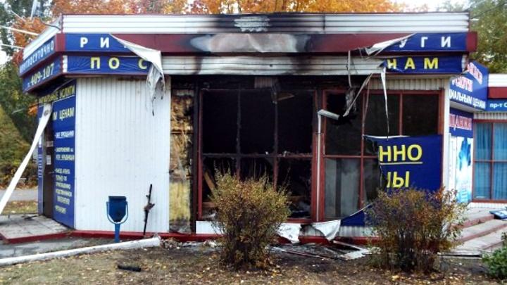 В Тольятти напротив кинотеатра «Пирамида» сгорел магазин ритуальных услуг